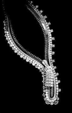 Dessin du collier en platine et diamants pensé pour la Duchesse de Windsor, 1938. © Van Cleef & Arpels