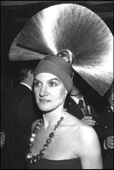 Au Palace, elle danse avec Yves Saint Laurent, Karl Lagerfeld, Loulou de la Falaise et le Tout-Paris qui compte à la fin des années 70.