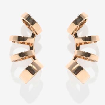 Ear cuffs Berbere Module en or rose, Repossi. © Jeremy Everett