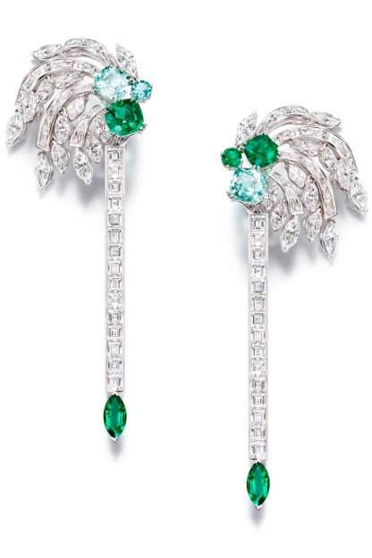 Pendants d'oreilles sertis de 110 diamants tailles marquise et baguette, 5 émeraudes tailles marquise, coussin et brillant et 3 tourmalines tailles coussin et brillant, sur or blanc.