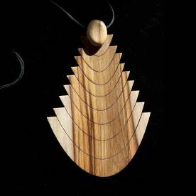 Collier en bois. Collection 2009 © Maria Ribeiro da Luz