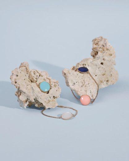 Médaillons en turquoise, lapis-lazuli, nacre et opale © Sean & Seng