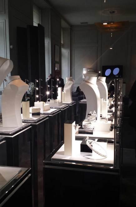 La présentation Chanel au sein de l'adresse de la marque, place Vendôme