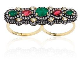 ELISE DRAY, bague deux doigts en diamants, émeraudes, rubis, or jaune et rhodié.
