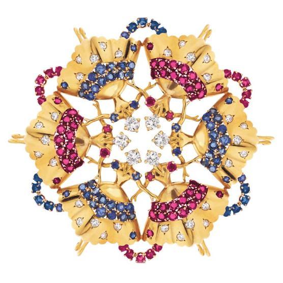 """Broche """"Rockette"""" par John Rubel, en or, diamants, saphirs et rubis est un hommage à la troupe de danseuses newyorkaise du même nom. Elle a inspiré à Sophie Mizrahi-Rubel sa ligne Bleu Carmen."""