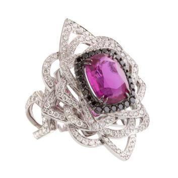 JohnRubel---Bague-Jolie-Môme---or-blanc,-diamants-taille-brillant,--diamants-noirs,-saphir-rose-du-Mozambique-au-centre-de-4,40-cts