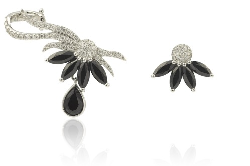 Earcuff Olympe en or, diamants et spinelles noirs.